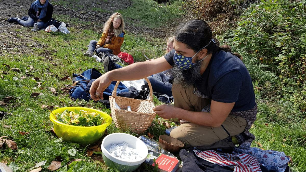Herbstpicknick: Wildkräuter, Nüsse, Samen, Pilze im Schwarzwald zubereiten